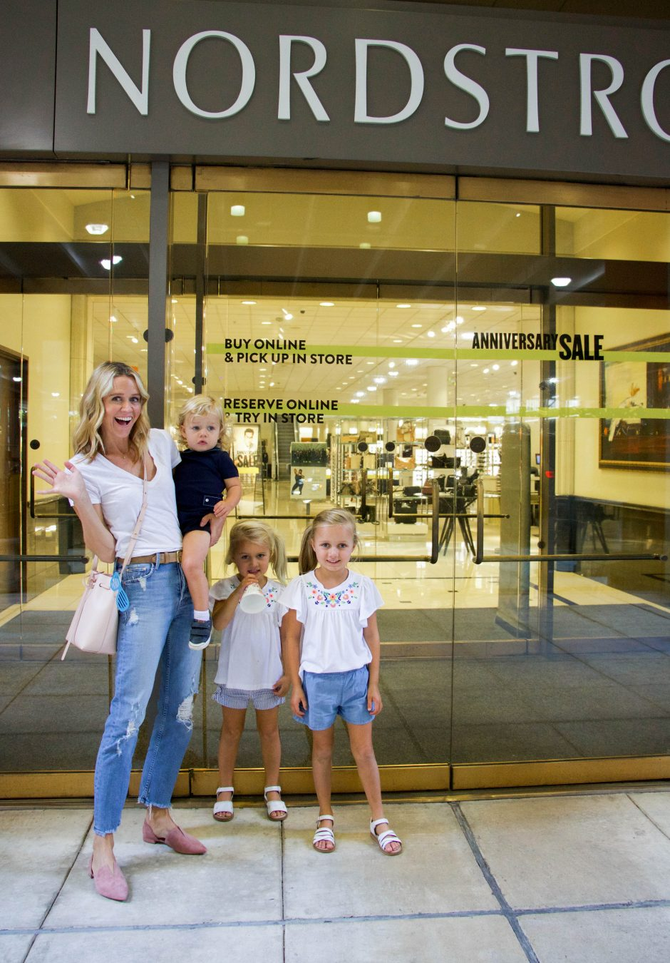 Fashion blogger Lyndsey Zorich of L. Avenue shares how quick and easy it is to shop with Nordstrom using their in-store pickup option